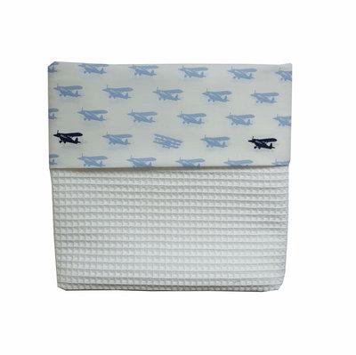Ledikant deken wafelstof wit met vliegtuigjes blauw