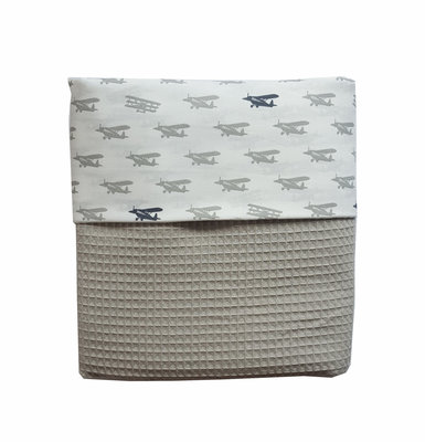 Ledikant deken wafelstof poedergrijs vliegtuigjes grijs