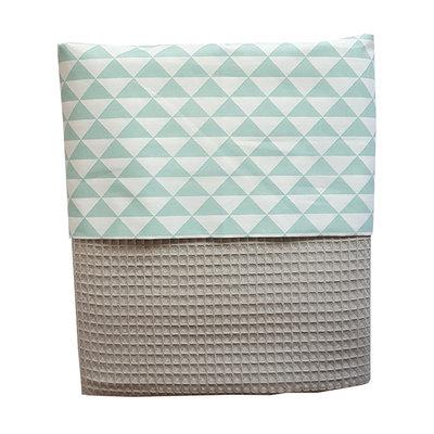 Ledikant deken wafelstof grijs driehoekje donker mint
