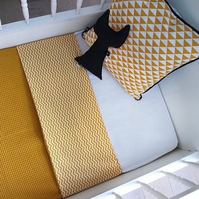 Ledikant deken wafelstof oker zigzag