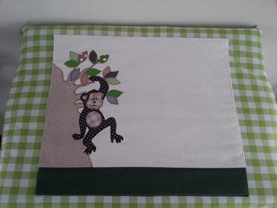 Hippe aankleedhoes aapje in boom lime