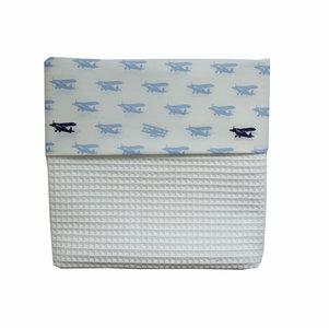 Ledikant deken Wafelstof wit /vliegtuigjes blauw
